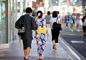in kimono al centro diTokyo-marcopolonews