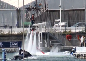 salone-nautico-genova-52-2012-flying-board-video
