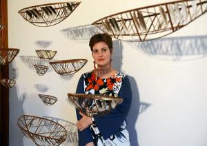 Giulia Berra con l'opera vincente Flotta di Sogni