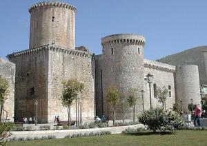 Il Castello di Fondi -Emanuele- CC BY-SA 3.0